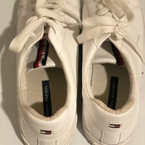 Tommy Hilfiger tennis shoes, good condition